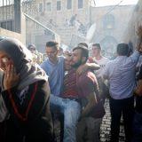 Dezenas ficam feridos em confrontos entre palestinos e policiais israelenses em Jerusalém