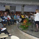 """Feira tem """"importantes conquistas"""" na área social, afirma Ângela Pérsico"""
