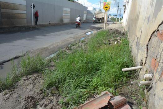 Condomínio é acionado na Justiça por jogar água servida em via pública