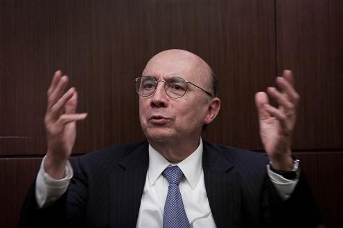 'Não há evidências' de que crise política esteja afetando a economia, diz Meirelles