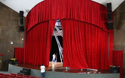 Com reparos de R$ 200 mil e cortina anti-chamas, Teatro Sesc Casa do Comércio é reaberto após incêndio
