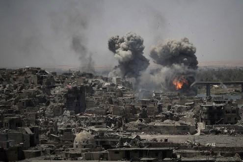 Iraque segue combate contra Estado Islâmico em Mossul mesmo após declarar vitória