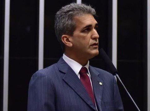 'É INACEITÁVEL QUE O ROMBO DAS CONTAS PÚBLICAS SEJA PAGO PELO POVO'