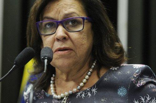 """""""O SENADO ESTÁ VOTANDO O ENTERRO DOS DIREITOS TRABALHISTAS"""""""