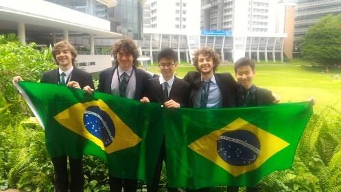 Estudantes brasileiros conquistam medalha de prata no Torneio Internacional de Jovens Físicos