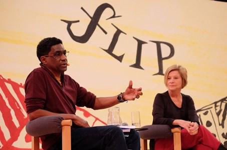 Flip 2017: 1º debate exalta literatura afrodescedente e escritor saúda escravos