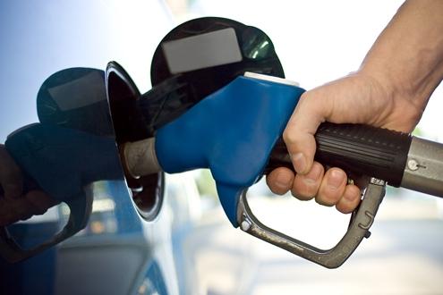 Preço da gasolina tem reajuste em postos após governo aumentar impostos