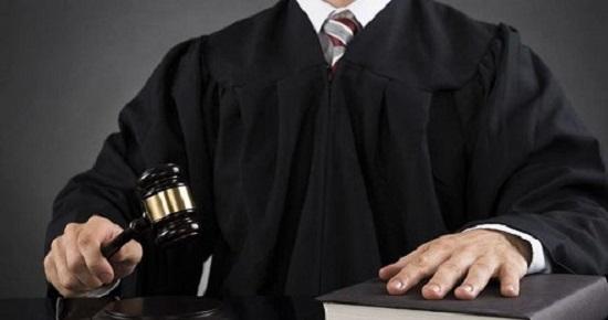 Está provado que a  justiça assume o poder, sem voto nem povo