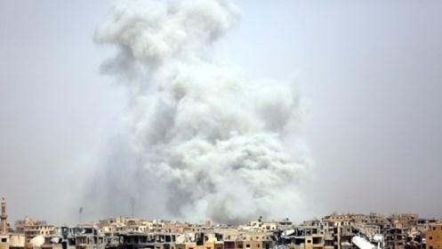 Atentado do EI contra grupo de jornalistas deixa vários feridos em Raqqa