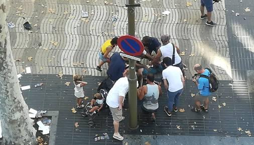 Van atropela várias pessoas em centro turístico de Barcelona