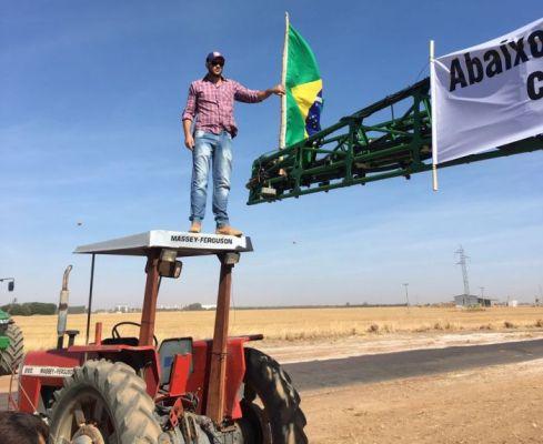 Agricultores voltam a protestar contra o Funrural e interditam rodovia na Bahia