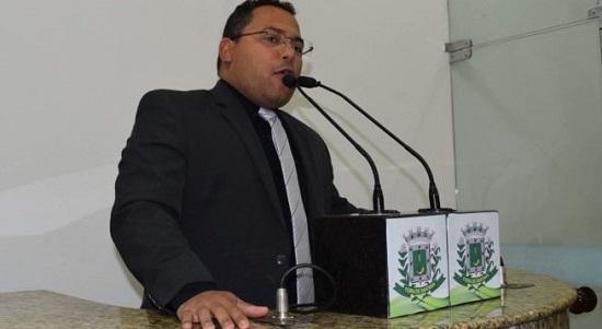 Vereador governista em Feira de Santana cobra do governo e  faz gol contra