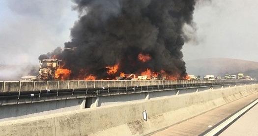 Acidente envolvendo 36 veículos deixa 2 mortos e 29 feridos