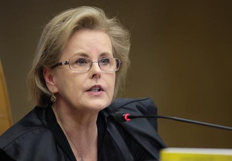 Ministra dá 5 dias para Temer apresentar explicações sobre aumento do combustível