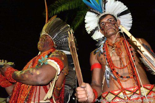 INDIOS PATAXÓS DO EXTREMO SUL DA BAHIA ESTÃO VENDENDO ARTESANATO NA EXPOFEIRA