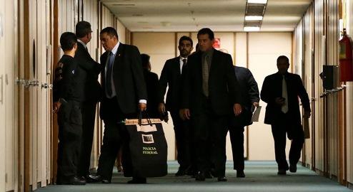 Polícia Federal cumpre mandado de busca em gabinete de deputado na Câmara