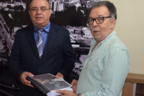 Prefeitura entrega o  Plano Plurianual 2018-2021 ao legislativo