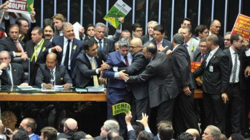Direita ou esquerda? Análise de votações indica posição de partidos brasileiros no espectro ideológico