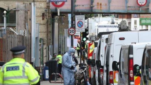 Polícia prende homem suspeito de envolvimento em atentado no metrô de Londres