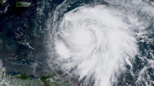'Meu teto voou': os desesperados apelos no Facebook do premiê de país devastado por furacão Maria