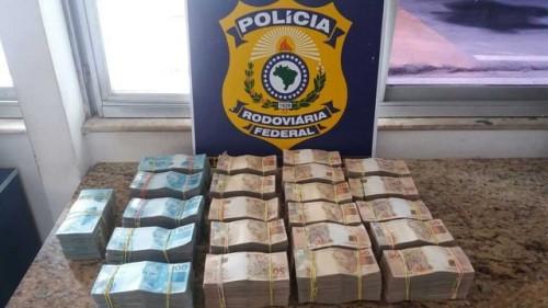 Até em ônibus PRF encontra mala com dinheiro na Bahia