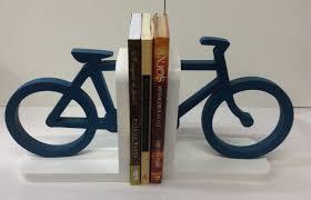 Biblioteca em triciclo leva livros para crianças pela Itália
