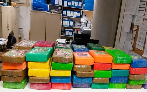 Cocaína avaliada em mais de R$ 1 milhão é apreendida na BA após abordagem a táxi