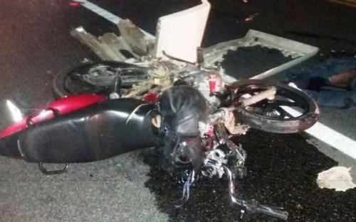Motociclista morre ao bater de frente com caminhão na BR-116