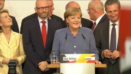 Angela Merkel busca novos aliados após vitória apertada na Alemanha