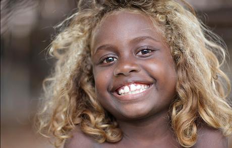 Conheça o país onde negros são 'naturalmente loiros'