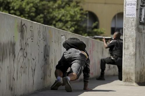 Cerco à Rocinha vai mobilizar 950 militares e dez blindados