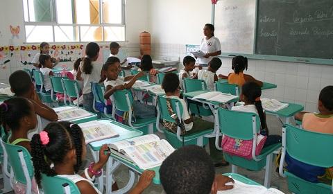 MEC quer colocar auxiliares em sala de aula para melhorar alfabetização