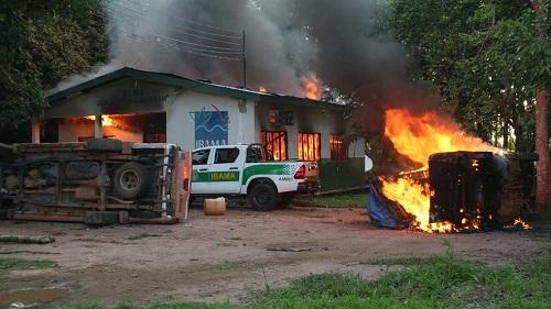 Prédios do Instituto Chico Mendes e do Ibama são incendiados no AM