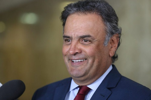 Aécio resiste em deixar comando do PSDB aumentando a crise do Partido