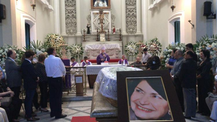 Morre dona Arlette Magalhães, viúva do ex-senador ACM