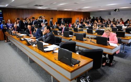 Comissão no Senado aprova demissão de servidor por produtividade