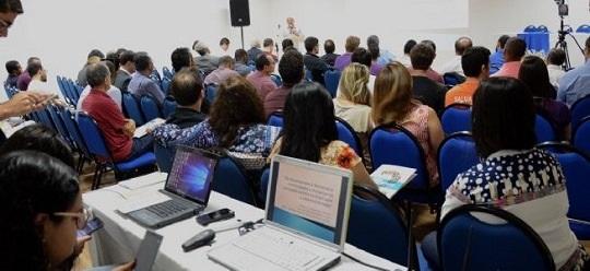 SUS, jovens na política, expansão de cursos de medicina e corrupção são debatidos durante fórum