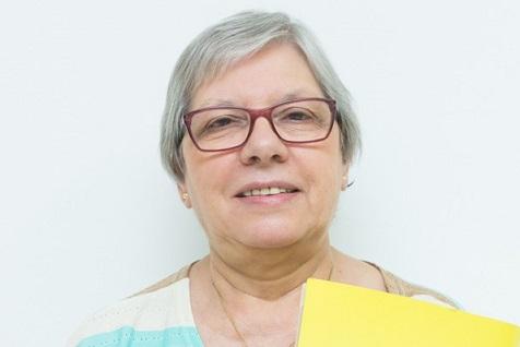 Professora voluntária que terminou o supletivo aos 44 anos