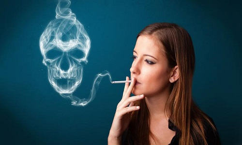 Indústria do cigarro nos EUA alerta: 'Fumar mata mais que Aids'