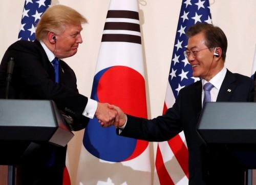 Em visita a Coreia do Sul, Trump diz ter 'submarino posicionado' para a Coreia do Norte