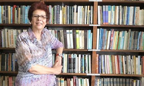 Exemplo de coragem: Escritora de 71 anos lidera movimento contra Bolsonaro