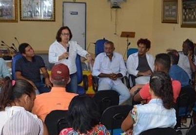 LIDICE DA MATA: TEMER PUNE OS POBRES E PERDOA DÍVIDA DE RICOS