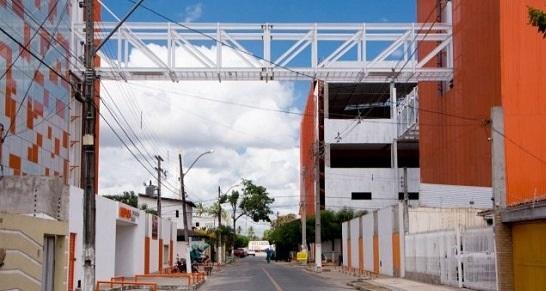 Será vingança o embargo da passarela do Colégio Helyos