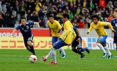 Neymar nega problemas com técnico e Cavani