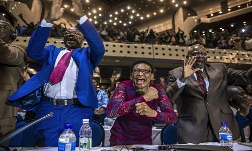 Robert Mugabe renuncia à presidência do Zimbábue