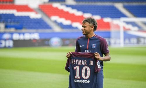 """Totti critica valor pago pelo PSG por Neymar: """"Não tem sentido"""""""