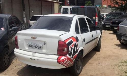 SMTT apreende veículo que fazia transporte clandestino, conduzido por foragido da Justiça