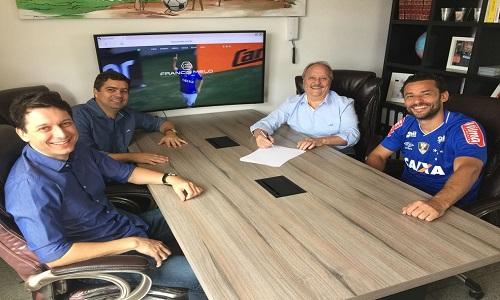 Cruzeiro acerta contratação do atacante Fred