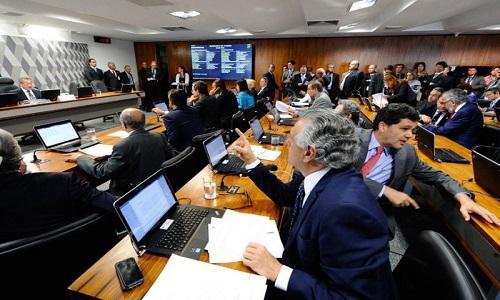 CCJ aprova PEC que prevê eleição direta se Presidência vagar 6 meses antes do fim do mandato