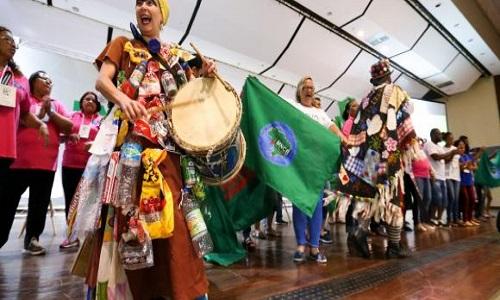 Exposição internacional reúne catadores de materiais reciclado em Brasilia